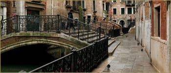 La Fondamenta et le pont de le Erbe, dans le Sestier du Cannaregio à Venise.