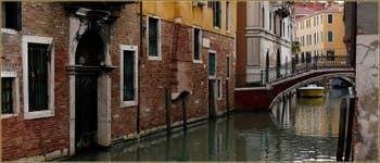 Le pont de le Bande, sur le rio del Mondo Novo, dans le Sestier du Castello à Venise.
