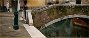 Le pont privé de Ca' Venier, sur le Campiello Querini Stampalia, dans le Sestier du Castello à Venise.