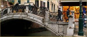 Le pont dei Santi Apostoli, dans le Sestier du Cannaregio à Venise.