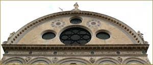 Détail de la façade de l'église Santa Maria dei Miracoli, dans le Sestier du Cannaregio à Venise.