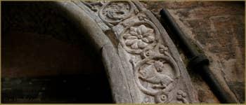 Arc Véneto-byzantin et archivoltes datant du XII-XIIIe siècle, sur l'entrée du Sotoportego del Teatro, Corte Seconda del Milion, dans le Sestier du Cannaregio à Venise.