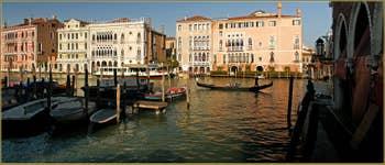 Le Grand Canal de Venise, à gauche de la Pescaria, dans le Sestier de San Polo à Venise.
