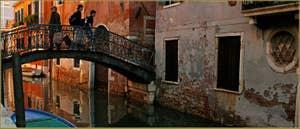 Le pont dei Sartori, sur le rio de Sant' Andrea - Gozzi - Sartori, dans le Sestier du Cannaregio à Venise.