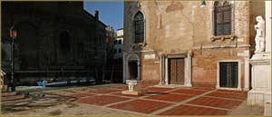 Le Campo de l'Abazia avec, au fond, la Scuola Vecchia della Misericordia, dans le Sestier du Cannaregio à Venise.
