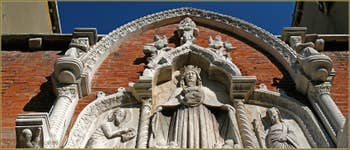 Détail du portail d'entrée de la Corte Nova sur la Fondamenta de l'Abazia, dans le Sestier du Cannaregio à Venise.