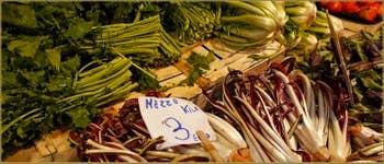 Le marché aux fruits et légumes de l'Erbaria, au Rialto, dans le Sestier de San Polo à Venise.