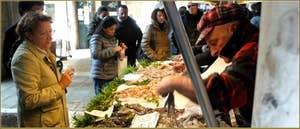 Le marché aux poissons de la Pescaria, au Rialto, dans le Sestier de San Polo à Venise.