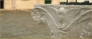 Détail du puits du Campo San Zaccaria, datant de la fin du XVe siècle, dans le Sestier du Castello à Venise.