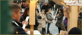 La vente des cierges sur le Campo de l'église de la Madonna de la Salute, dans le Sestier du Dorsoduro à Venise.