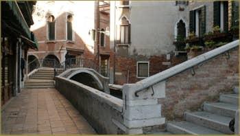 Détail de la façade de la Scuola Grande San Marco sur le Campo San Giovanni e Paolo, dans le Sestier du Castello à Venise.