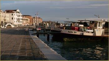 Le bassin de Saint-Marc vu depuis la Riva degli Schiavoni, dans le Sestier du Castello à Venise.
