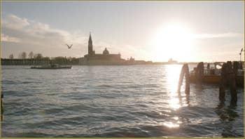 Le bassin de Saint-Marc et l'île de San Giorgio Maggiore avec son église et son Campanile.