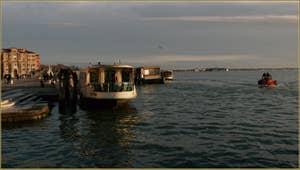 Le bassin de Saint-Marc vu depuis le pont de la Ca' di Dio, dans le Sestier du Castello à Venise.