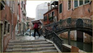 Le pont dei Sartori sur le rio de Sant'Andrea o dei Gozzi, dans le Sestier du Cannaregio à Venise.