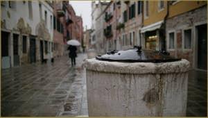 Détail de l'un des deux puits de la Ruga Do Pozzi, du XVIIIe siècle, dans le Sestier du Cannaregio à Venise.