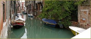 Le rio de San Cassan vu depuis le pont Giovanni Andrea della Croce, dans le Sestier de San Polo à Venise.