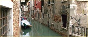 Le rio delle due Torri o Santa Maria Mater Domini, dans le Sestier de Santa Croce à Venise.