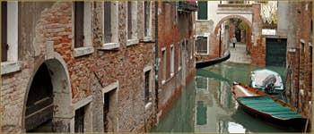 Le rio de San Boldo avec, au fond, le Ramo secondo del Teatro, dans le Sestier de Santa Croce à Venise.