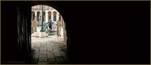 Sous le Sotoportego del Tragheto, dans le Sestier de San Polo à Venise.