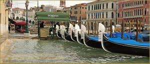 Petite Acqua Alta sur la Riva del Vin, dans le Sestier de San Polo à Venise.