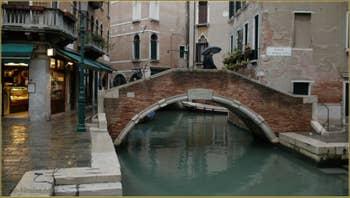 Le rio dei Miracoli et le pont de Santa Maria Nova, dans le Sestier du Cannaregio à Venise.