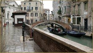 Le pont del Paradiso sur le rio del Mondo Novo, dans le Sestier du Castello à Venise.