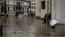Dans les bras de Maman, sur le Campo Santa Maria Formosa, dans le Sestier du Castello à Venise.