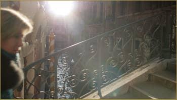 Contre-jour sur le pont Borgoloco, dans le Sestier du Castello à Venise.