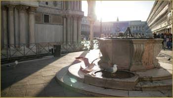 Les deux lions en marbre rouge de Vérone de la Piazzetta dei Leoni, sculptés en 1722 par Giovanni Bonazza (1654-1736). Dans le Sestier de Saint-Marc à Venise.
