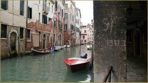 Le rio dei Santi Apostoli, le long du Sotoportego del Magazen, au fond, le pont San Canzian, dans le Sestier du Cannaregio à Venise.