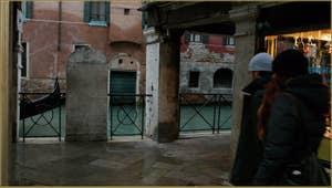 Cette pierre, qui se trouve entre les Sotoporteghi Falier et del Magazen, est une interdiction datant d'octobre 1727, au terme de laquelle il était interdit à tout homme ou femme non autorisé de faire ou faire faire, de vendre ou faire vendre, du pain à base de farine de froment en quelque lieu de la cité.