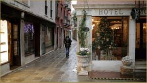 Ça commence à sentir sérieusement Noël à Venise, Salizada del Pistor, dans le Sestier du Cannaregio à Venise.