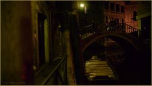 Le Sotoportego del Magazen et le pont del Piovan o del Volto, dans le Sestier du Cannaregio à Venise.