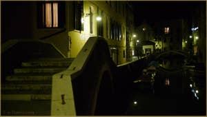Le pont del Paradiso avec, à droite, le pont dei Preti, dans le Sestier du Castello à Venise.