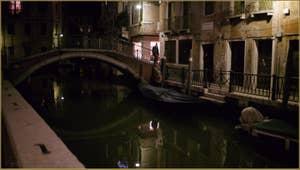 Le café du Campo Santa Maria Formosa à l'angle de la Calle Longa, dans le Sestier du Castello à Venise.