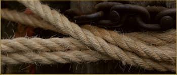 Cordes d'amarrage des vaporetti, sur les Fondamente Nove, dans le Sestier du Cannaregio à Venise.