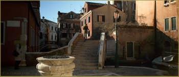 Le Campo, le puits et le pont San Boldo, dans le Sestier de San Polo à Venise.