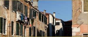 Façades sur le rio di San Boldo, dans le Sestier de Santa Croce à Venise.