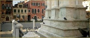 Pigeons, Campo San Giovanni e Paolo, au pied de la statue de Bartolomeo Colleone dans le Sestier du Castello à Venise.
