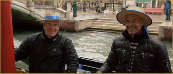 Les gondoliers, Gianfranco et Igor Vignotto, 11 fois vainqueur de la Regata Storica, l'équivalent des jeux olympiques vénitiens de Voga alla Veneta.