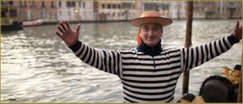 Fabio Zane, gondolier et champion de Voga alla Veneta originaire de Burano, lui et trois de ses enfants ont participé à 4 régates différentes lors de la dernière Regata Storica de 2012 !