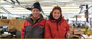 Marika et son papa Roberto, marchands de fruits et légumes au marché du Rialto.