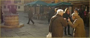 Conversation entre amies sur le Campiello Bruno Crovato, dans le Sestier du Cannaregio à Venise.