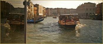 L'embarcadère du Vaporetto de la Ca' d'Oro, dans le Sestier du Cannaregio à Venise.