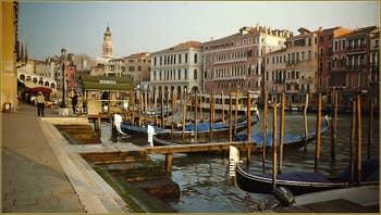 Le Grand Canal le long de la Riva del Vin, dans le Sestier de San Polo à Venise.