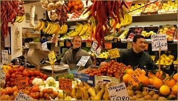 Les sympathiques marchands de fruits et légumes de la Salizada San Canzian, dans le Sestier du Cannaregio à Venise.