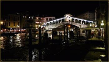 Le Grand Canal et le pont du Rialto à Venise.