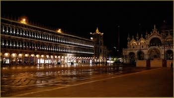 Les Procuratie Vechie sur la Place Saint-Marc, au fond, la Basilique, dans le Sestier de Saint-Marc à Venise.