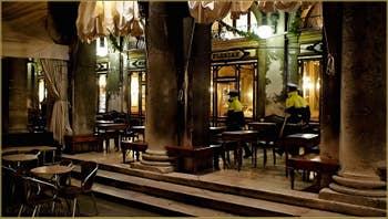 Le Café Florian, sous les Procuratie Nove, place Saint-Marc à Venise.